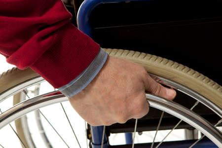 enfermera con paciente: Usa silla de ruedas hace varios movimientos con su silla de ruedas, ejercicios para el manejo de seguridad