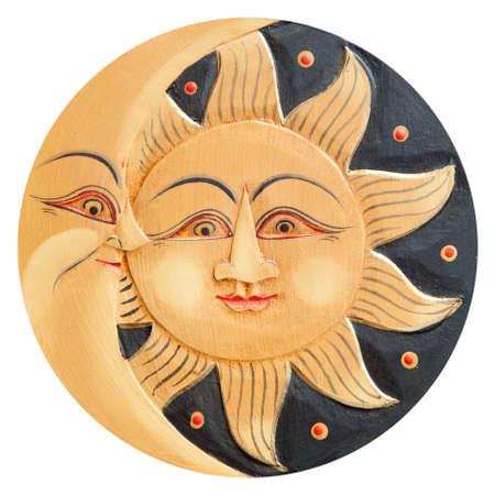 sol y luna: Sol y luna perfiles, antigua de madera tallada, aislado en un fondo blanco