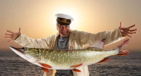 pecheur: Pêcheur joyeuse avec de gros poissons