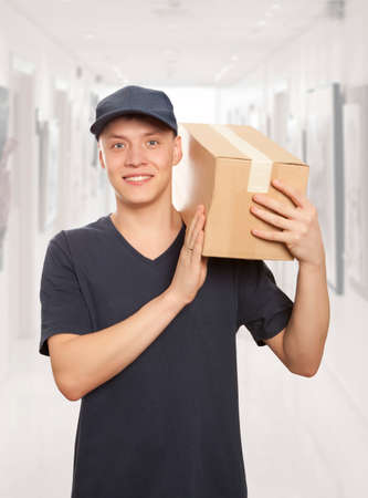 pick up: Man delivering package to homeowner