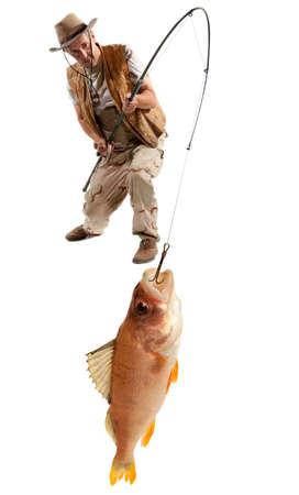 pecheur: Pêcheur avec gros poisson - la perche (Perca fluviatilis) isolé sur blanc