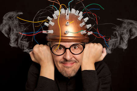 casque de l'inventeur fou pour la recherche sur le cerveau