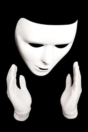 pantomima: Pantomima. M�scara teatral blanco aislado en negro Foto de archivo