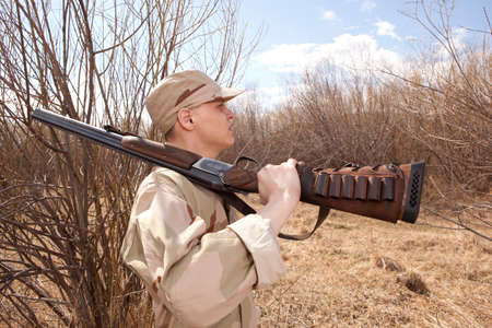 cazador: Hunter in camouflage clothes ready to hunt with hunting rifle