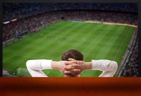 テレビを見てサッカー ファン 写真素材