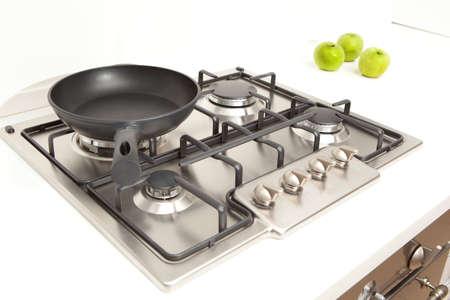 Moderna estufa de gas de cocina en la cocina