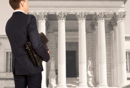 style advice: The lawyer with a briefcase is on against the courthouse Stock Photo