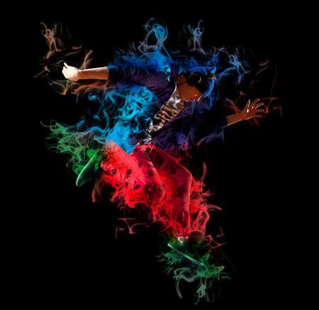 Young man break dancing on dark smoke background Banque d'images