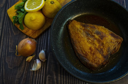 Fried flounder in a pan. Home cooking in a rustic style. Imagens