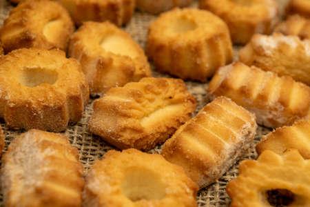 Homemade shortbread cookies on coarse burlap. Close up. Tea party Archivio Fotografico
