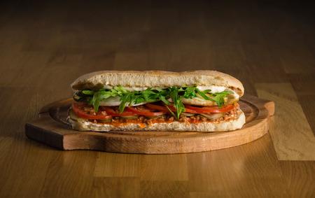 hams: Delicioso bocadillo con verduras frescas ciabatta Foto de archivo