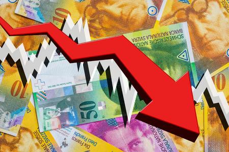 Het laten vallen van pijl met de Zwitserse achtergrond van het frankgeld - het Zwitserse concept van de gelddaling