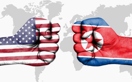 Conflit entre les États-Unis et la Corée du Nord, poings masculins - concept de conflit de gouvernements