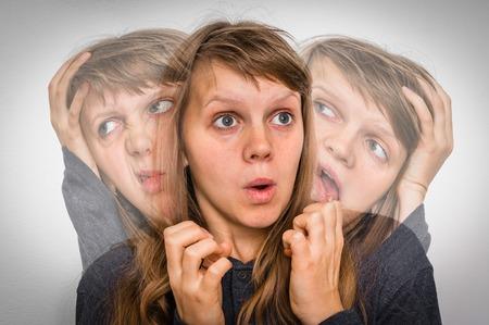 La donna con doppia personalità soffre di schizofrenia - concetto di malattia schizofrenica