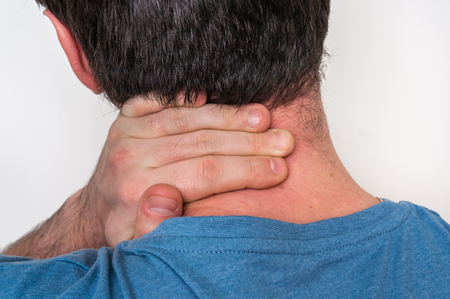 Homme, à, blessure musculaire, avoir douleur, dans, sien, cou, -, douleur corps, concept Banque d'images - 97832901