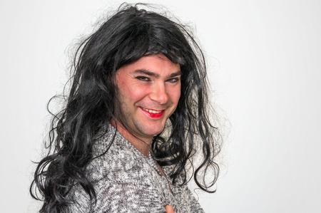 Aantrekkelijke man met make-up ziet eruit als een vrouw - transseksueel en concept Stockfoto