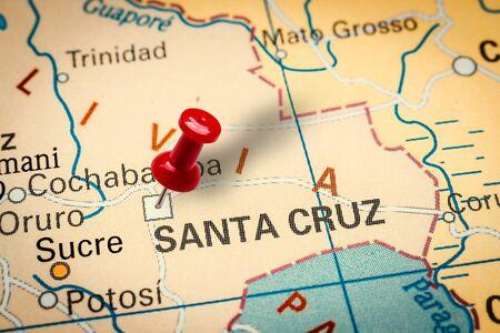 PRAGUE, CZECH REPUBLIC - JANUARY 12, 2019: Red thumbtack in a map. Pushpin pointing at Santa Cruz de la Sierra city in Bolivia. Banco de Imagens