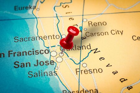 PRAGUE, CZECH REPUBLIC - JANUARY 12, 2019: Red thumbtack in a map. Pushpin pointing at Oakland city in California, America. Sajtókép