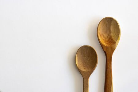 Two wooden empty spoon on white background, Horizontal with copy space for text and design. Kitchenware, Isolate Imagens