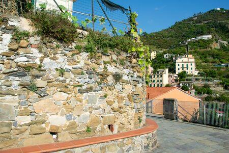 Cliff on the rocks of the city Riomaggiore, Cinque Terre, La Spezia, Italy Banco de Imagens - 133427669