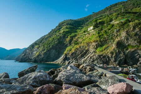 Cliffs close to the port of Vernazza,  Cinque Terre, La Spezia, Italy Banco de Imagens