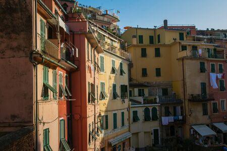 The city of Vernazza seen from the train station, Cinque Terre, La Spezia, Italy Banco de Imagens - 133427854