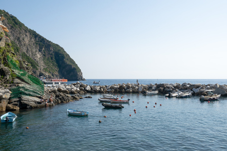 Boats, Sailing Ships, on the port of Riomaggiore, Cinque Terre, La Spezia, Italy Banco de Imagens - 133426062