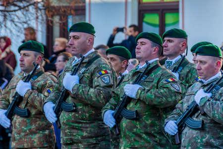 Romanian soldiers at the December 1 parade from Vatra Dornei Foto de archivo - 150040171