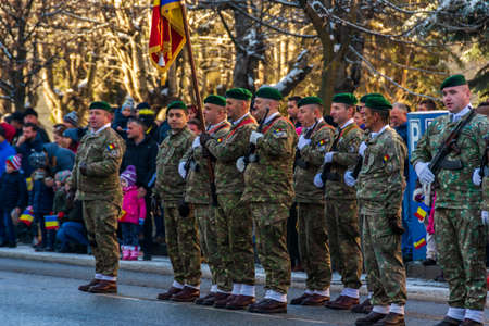 Romanian soldiers at the December 1 parade from Vatra Dornei Foto de archivo - 150040177