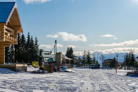 Winter landscape from the chairlift terminal up, Vatra Dornei, Romania Foto de archivo - 150040181