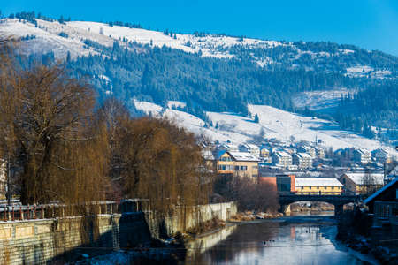 Dorna River covered with snow on the edge, Vatra Dornei, Romania Foto de archivo - 150040184