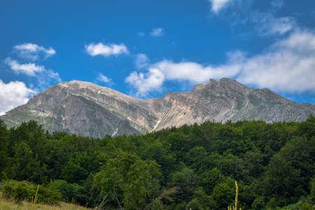 Gran Sasso mountains chain, Prati de Tivo, Teramo Province, Abruzzo Region, Italy Foto de archivo - 155036118