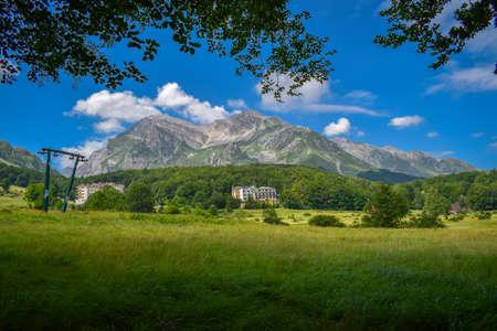 Corno Piccolo panoramic view, Gran Sasso Mountain chain, Teramo province, Abruzzo region, Italy Foto de archivo - 155036151