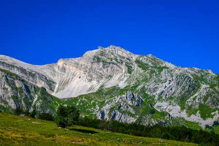 An overview that captures the mountain chain Gran Sasso located in the National Park Gran Sasso in Prati di Tivo,Teramo province,Abruzzo region Italy Foto de archivo