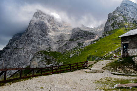 An overview that captures the mountain chain Gran Sasso located in the National Park Gran Sasso in Prati di Tivo,Teramo province,Abruzzo region Italy Foto de archivo - 155036202