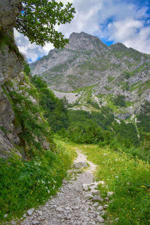 A path of access to Corno Piccolo from the Gran Sasso mountain chain, Teramo province, Abruzzo region, Italy Foto de archivo - 155036264