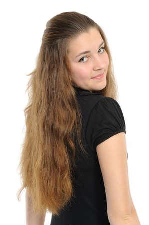 Die gute junge Frau mit langem Haar, posiert auf einem weißen Hintergrund Standard-Bild