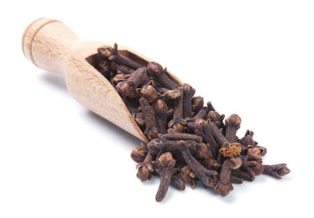 clove of clove: Wooden shovel with cloves scattered from it
