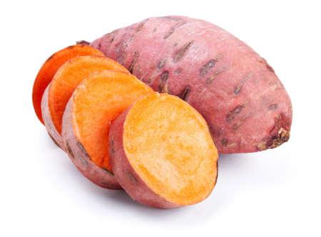 s��kartoffel: S��kartoffel mit Scheiben isoliert auf wei�em Hintergrund Lizenzfreie Bilder