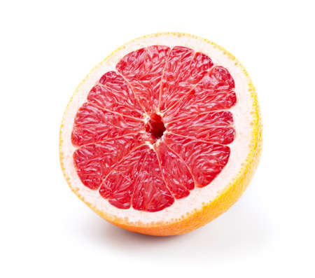 pomelo: la mitad de pomelo aisladas sobre fondo blanco Foto de archivo