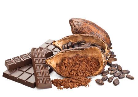 ココアおよびチョコレート、白い背景で隔離