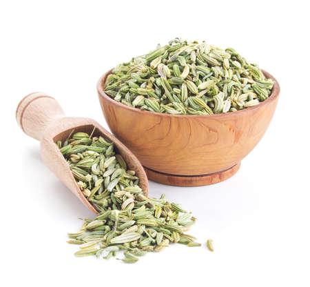 finocchio: semi di finocchio isolato su bianco