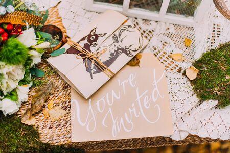Postal de la invitación de boda cerca Foto de archivo