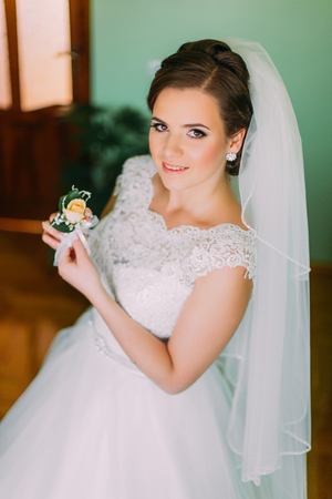 buttonhole: Close-up portreit of beautiful bride in with buttonhole