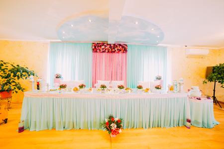 entertaining area: Wedding hall or other function facility set for fine dining.