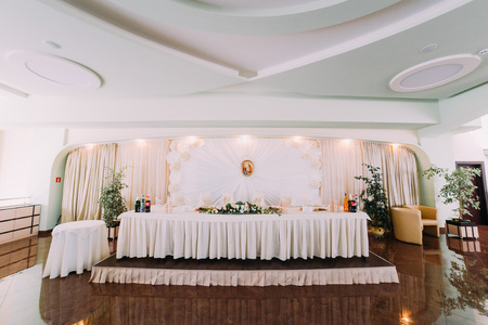 ceiling plate: Luxury wedding table with some drinks and decoration.
