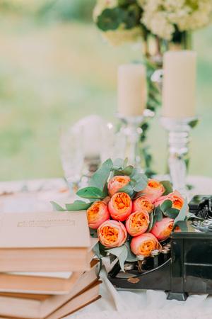 Adornos Y Jarrones De Flores Secas En La Mesa De La Maquina De - Jarrones-con-flores-secas