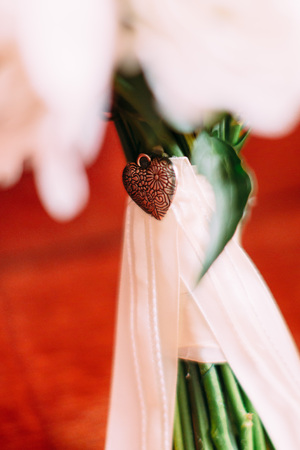 Iron heart decorates the wedding bouquet