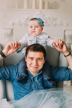 The family portrait of the father holding the baby on his shoulders. Stok Fotoğraf