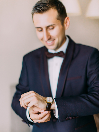 Groom is putting on the leather hand watch. Standard-Bild